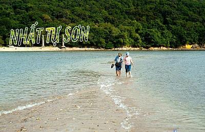 Nhất Tự Sơn Phú Yên - Hòn Đảo Đẹp Nhất Trong Vịnh Xuân Đài