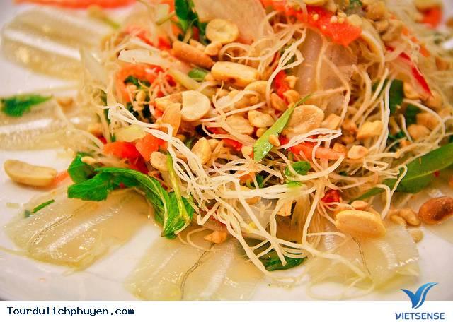 Ẩm Thực Biển Phú Yên Thu Hút Người Mê Ăn